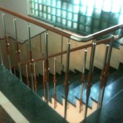 35.Balustrada din inox și lemn