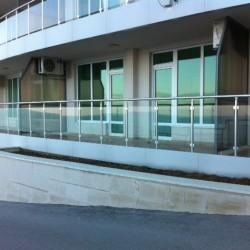 41.Balustrada din aluminiu cu geam