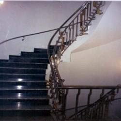 06. Balustrada inox combinat cu alama si elemente decorative -sfere