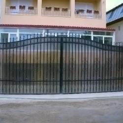 13. Gate